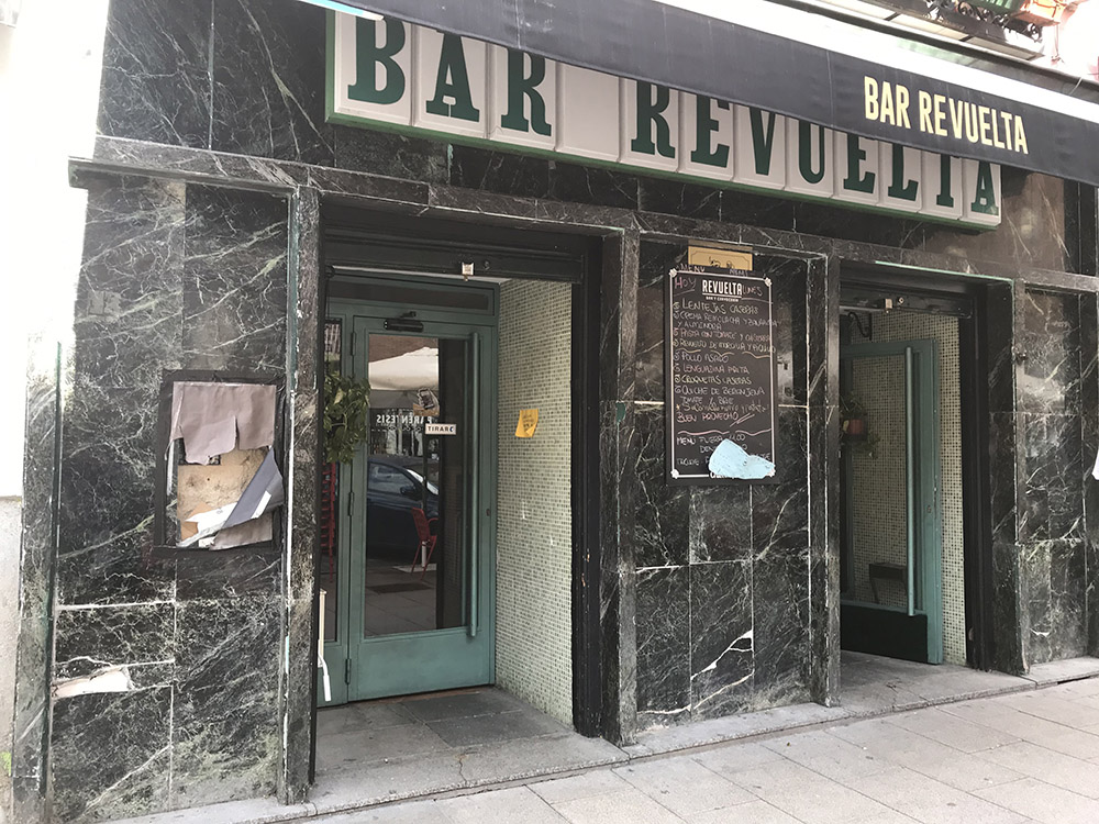 Bar Revuelta | Fachada